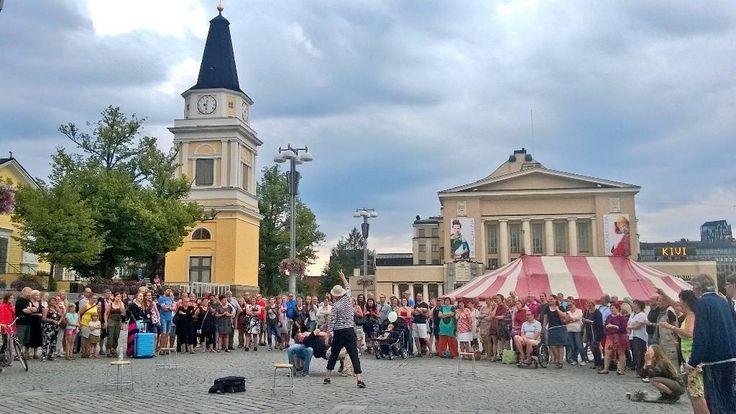 Teatterikesän Tapahtumien Yönä Tampereella tapahtuu vaikka mitä. Keskustori, Tampere, Finland
