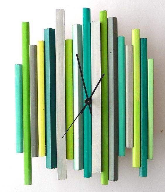 Creo que una de las piezas más carismáticas y particulares que existen en decoración son los relojes de pared . Los tienes de tantos y dife...