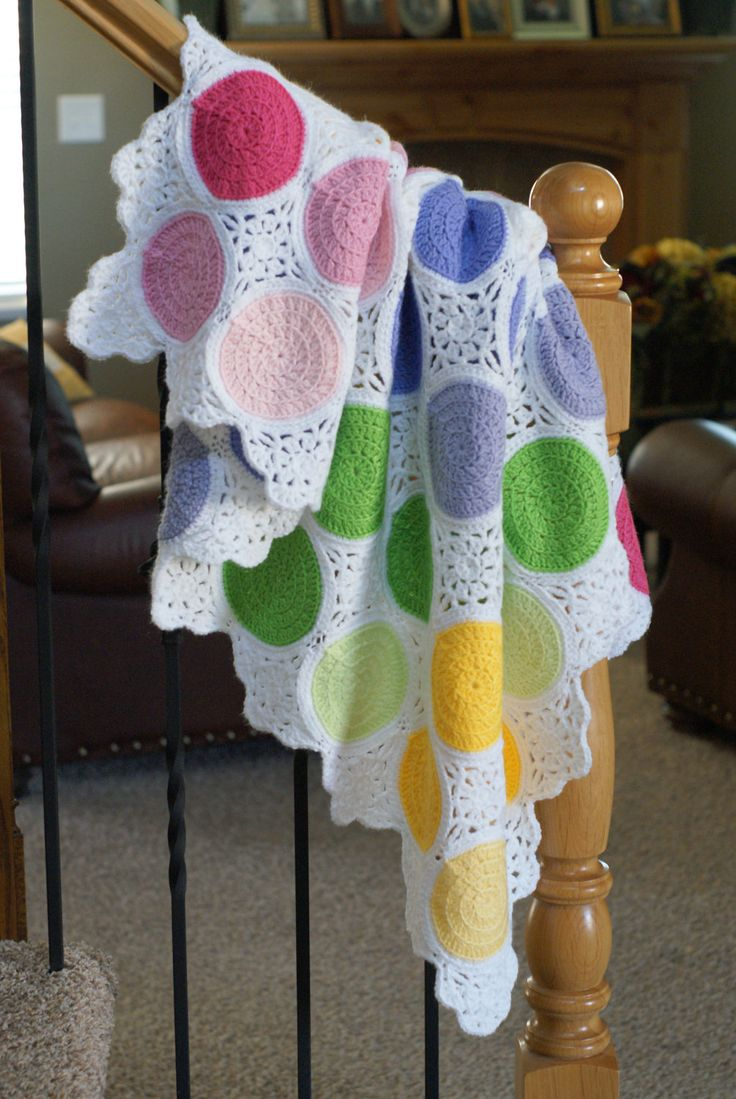 Have you ever seen anything more adorable?? Sweet Spots Crochet Baby Blanket Pattern