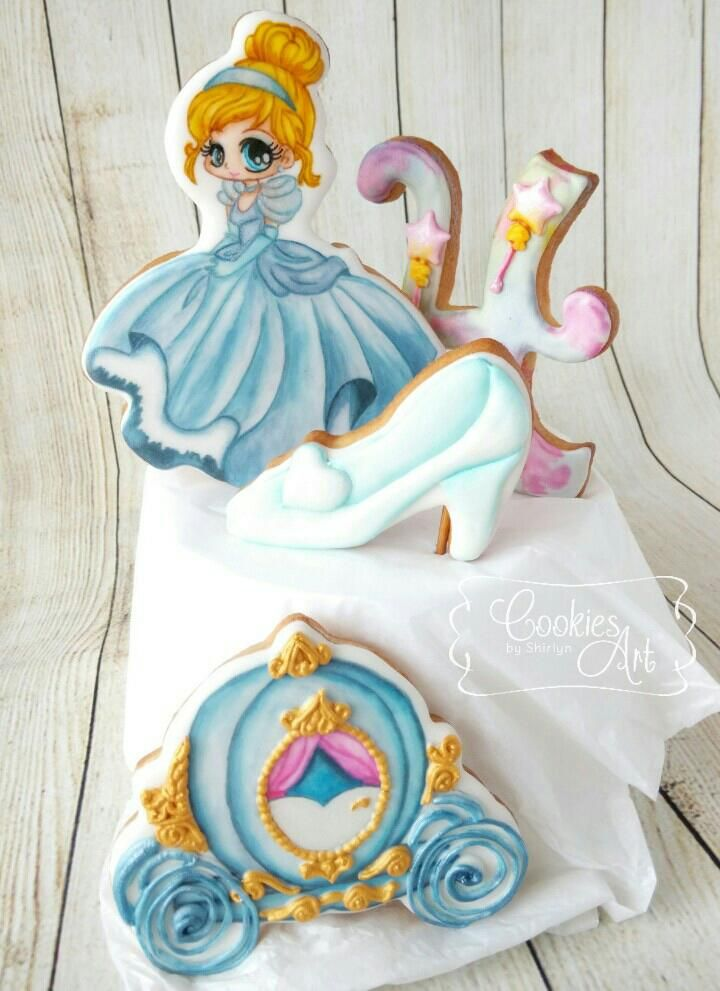 Cinderella cookies as cake topper   Cookie Connection
