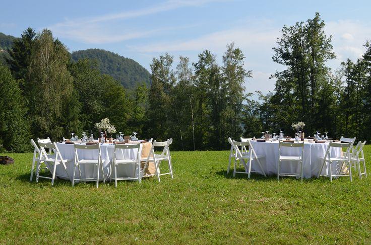 www.kredenca.si   rustic poroka v naravi, pod zvezdami   rustic wedding under the stars   white green brown rustic wedding
