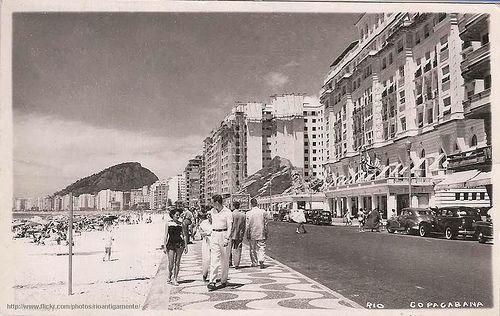 O Rio de Janeiro de Antigamente Anos 50, postal de foto da Avenida Atlântica com o Hotel Copacabana Palace BAIRROS