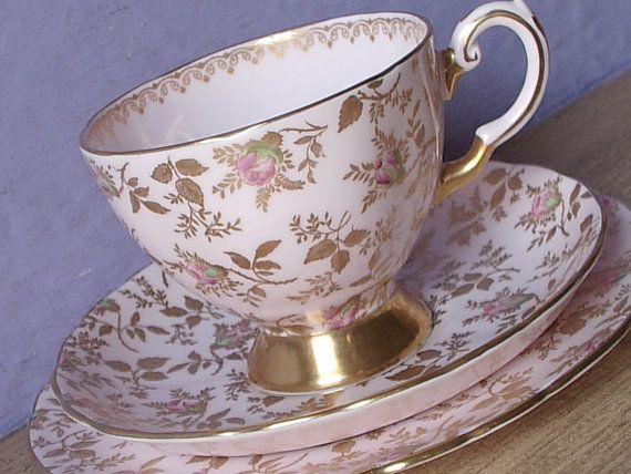 Taza de té de rosas Vintage 1940 trío Toscano por ShoponSherman