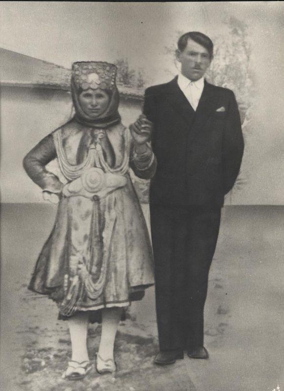 Newlyweds from Stefanoviki, Magnesia, Thessaly.  Early 20th century  ©Peloponnesian Folklore Foundation, Nafplion, Greece