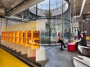 Bir inovasyon merkezi olan ES-Lab, Özyeğin Üniversitesi'nin Çekmeköy yerleşkesinde yer alıyor.