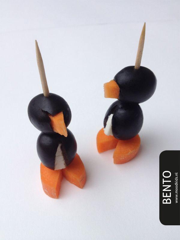 Voor deze bento lieten we ons inspireren door de serie Taart van de VPRO. Deze lieve kleine pinguïns zagen heel vluchtig voorbij waggelen, misschien heb jij ze niet eens gezien. We vinden ze zo te gek dat we ze graag met je willen delen. Ze zijn leuk als hapje maar ook heel geslaagd voor in de...