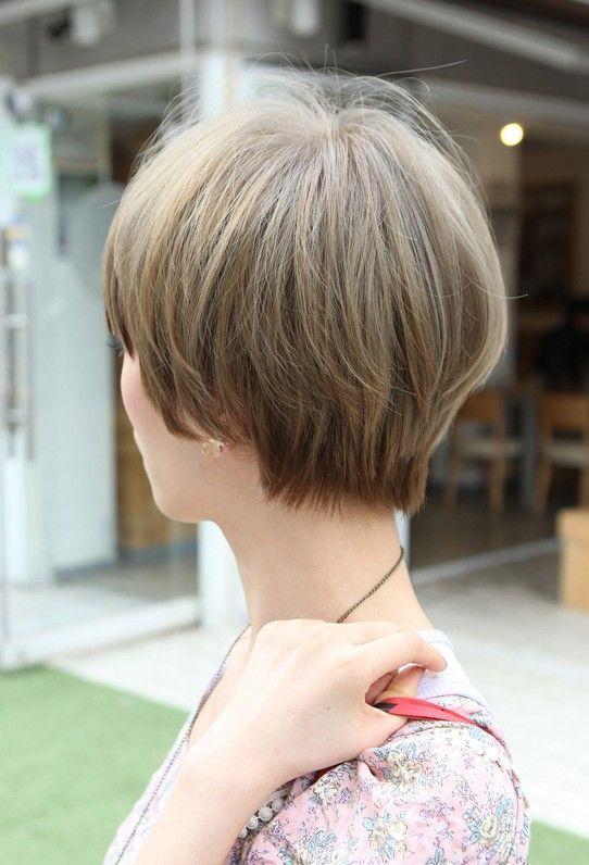 Stylish Short Straight Haircut for Women (side back)