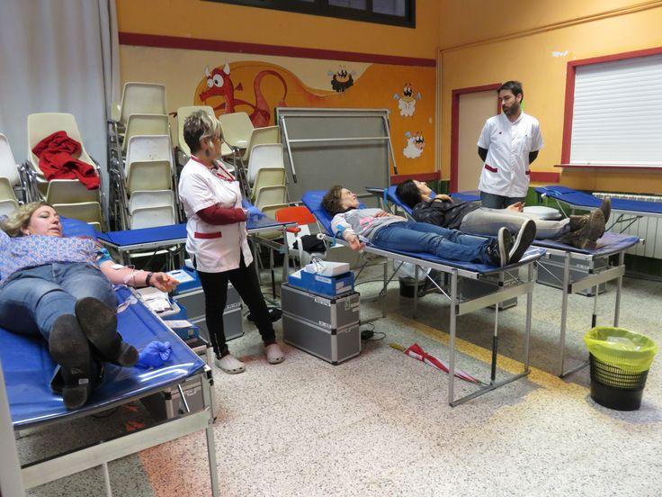 ApS Banc de Sang #Salesians Sabadell. Extracció de sang per parts dels infermers del Banc de Sang.