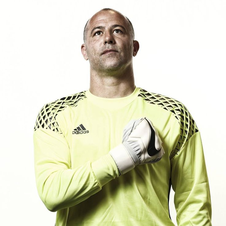 uefaeuro 'Pyjama Man' Gábor #Király could become the oldest player ever to appear at a EURO.   #EURO2016 @mlsztv #Hungary