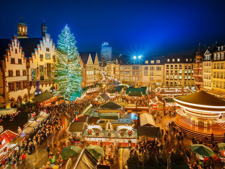 Wenn es nach gebrannten Mandeln duftet, Glühwein ausgeschenkt wird und Weihnachtslieder in der Luft liegen, ist es wieder soweit: Die Weihnachtsmärkte öffnen ihre Pforten und versüßen uns die Zeit bis zu den Festtagen. Wir haben die schönsten Weihnachtsmärkte Deutschlands für euch herausgesucht – und die verstecken sich manchmal an ganz besonderen Orten …