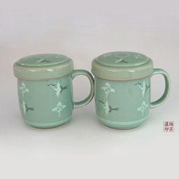 Set of 2 Celadon Pottery Mugs with Lids