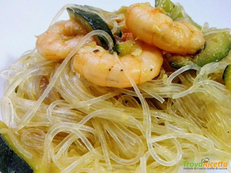 Spaghetti di soia con gamberetti e zucchine  #ricette #food #recipes