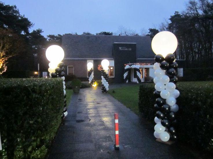 Unieke ballondecoratie voorzien van verlichting LED in de grote ballonnen