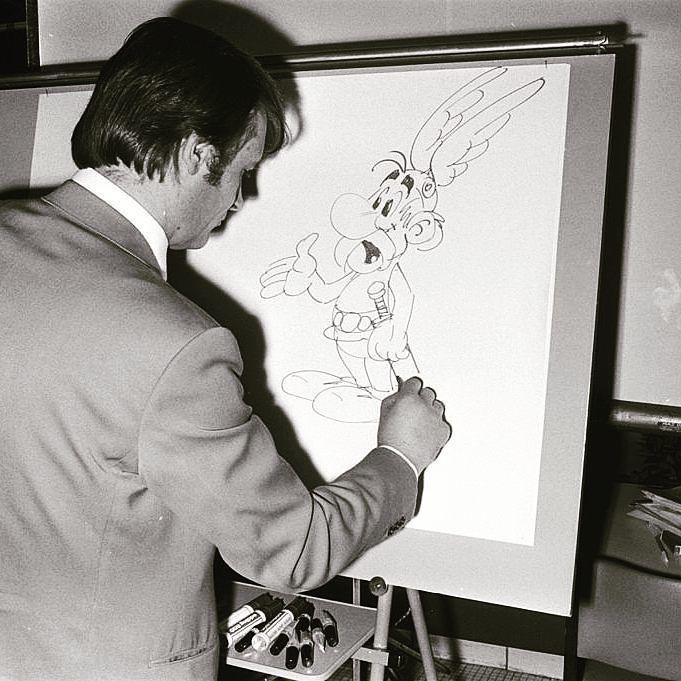 #Efemérides TV5MONDE: El dibujante y guionista de historietas francés de origen italiano Albert Uderzo nació #undíacomohoy pero de 1927. Su serie más célebre es #Astérix cuya primera edición fue creada en 1959 junto con el guionista René Goscinny