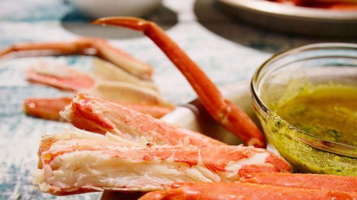 Pattes de crabe des neiges, beurre aux herbes et piment d'Espelette | Recettes | Signé M