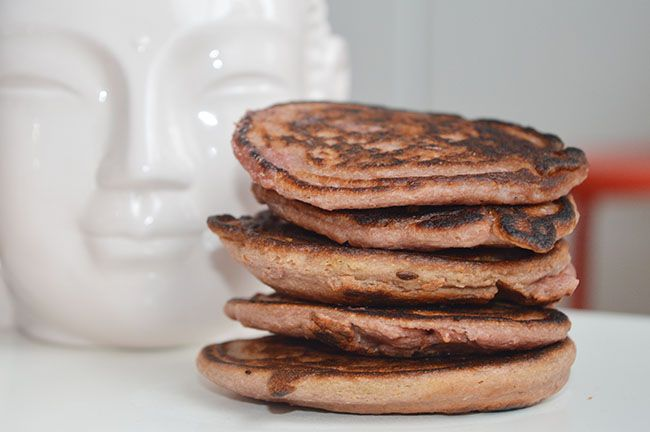 Recept voor pannenkoekjes met rode biet. Een perfect en gezond ontbijt met rode biet, zonder de groenten te proeven.
