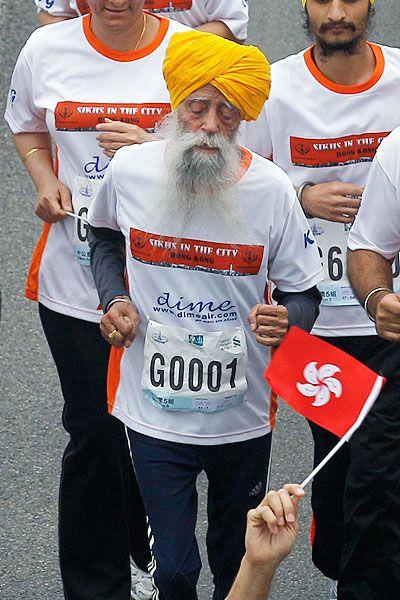 A 101 year old man Fauja Singh runs a 10 k marathon to end his running career