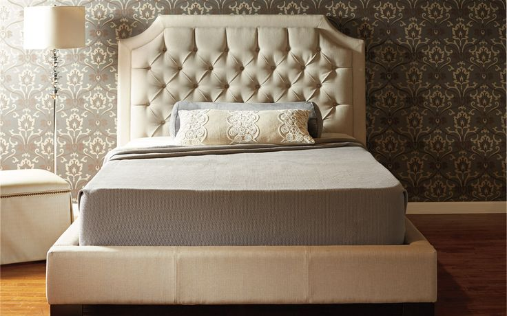 Queen bed Sofia - Traditional Style - Jaymar Collection. Diamond-tufted headboard
