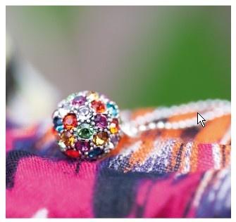 Felle kleuren met elkaar gecombineerd brengen je in een goed humeur. Lekkere zomerse sieraden met het collier Parrot als het ultieme parade paardje. Laat maar komen die zon!
