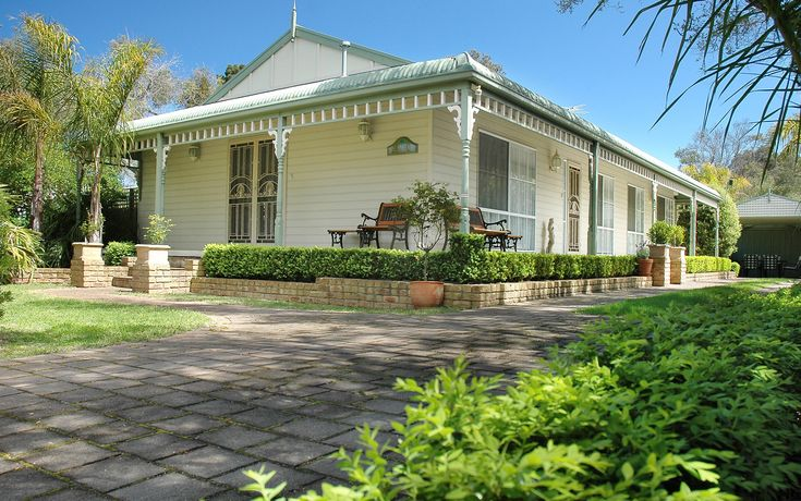 Truemans Cottages, Mornington Peninsula: Three family friendly holiday homes - bring your dog and stay for a very reasonable price in an area that can be quite expensive. #familyfriendly #accommodation #morningtonpeninsula #holidayhouse