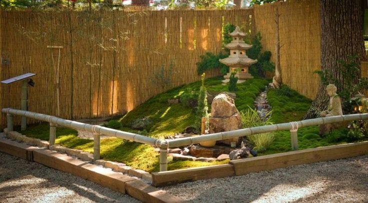 tsubo niwa : jardin avec déco zen