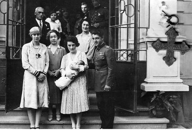 Ioan și Alice Dimăncescu, la botezul lui Radu Mihai, cu nașa Domnița Ileana