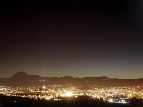 Clermont-Ferrand: Clermont nacht keten van Puys - France-Voyage.com