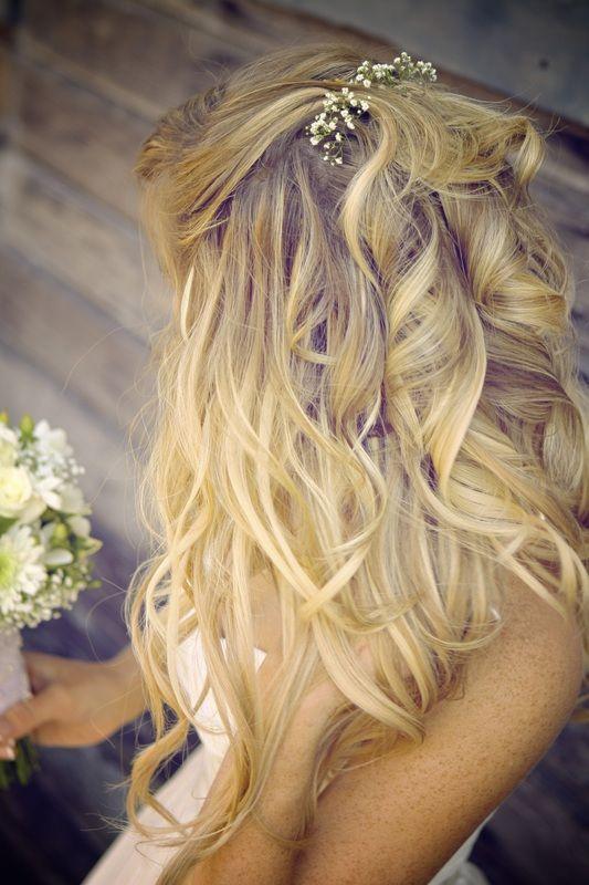 Peinado novia suelto ondas grandes volumen cerquillo alto amrrado