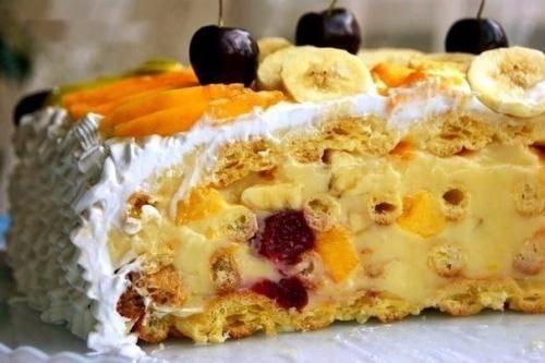 Торт тропиканкав. Это торт из коржей из заварного теста и перемазанных заварным кремом с фруктами, сверху фрукты залитые желе. | Школа красоты