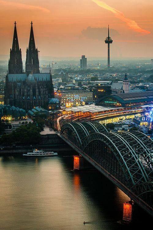 Cologne, Allemagne - Cathédrale et gare Centrale