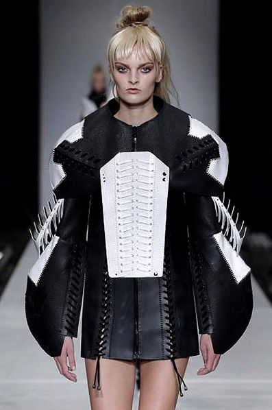 Sculptural Fashion - sporty dress with exaggerated silhouette & laced-up seams; 3D fashion // Anne Sofie Madsen