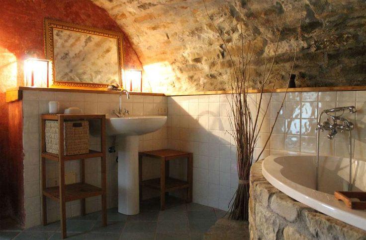 Casas de banho rústicas por Naro architettura restauro 'Dein Landhaus im Piemont' - homify / Naro architettura restauro Dein Landhaus im Piemont
