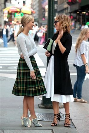 pleated skirt street style