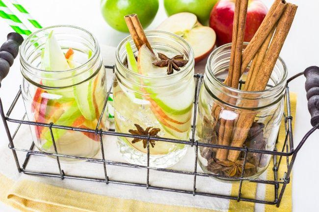 Laat je huis heerlijk ruikenmetdeze zelfgemaakte natuurlijke luchtverfrissers! Appel & kaneel Ditheb je nodig een appel kaneelstokjes kruidnagel steranijs water Aan de slag Snijd een appel in fijne stukjes, en doe de stukjes in een pot met water. Stop er enkele kaneelstokjes bij samen met wat kruidnagel en steranijs. Afhankelijk van de verhoudingen van de … Continued