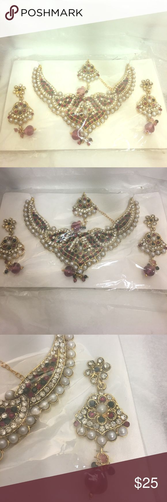East Indian Asian  Bollywood Costume Jewelry Set Brand New In East Indian Bollywood Set with Bindi in packaging . Great Price Jewelry Necklaces