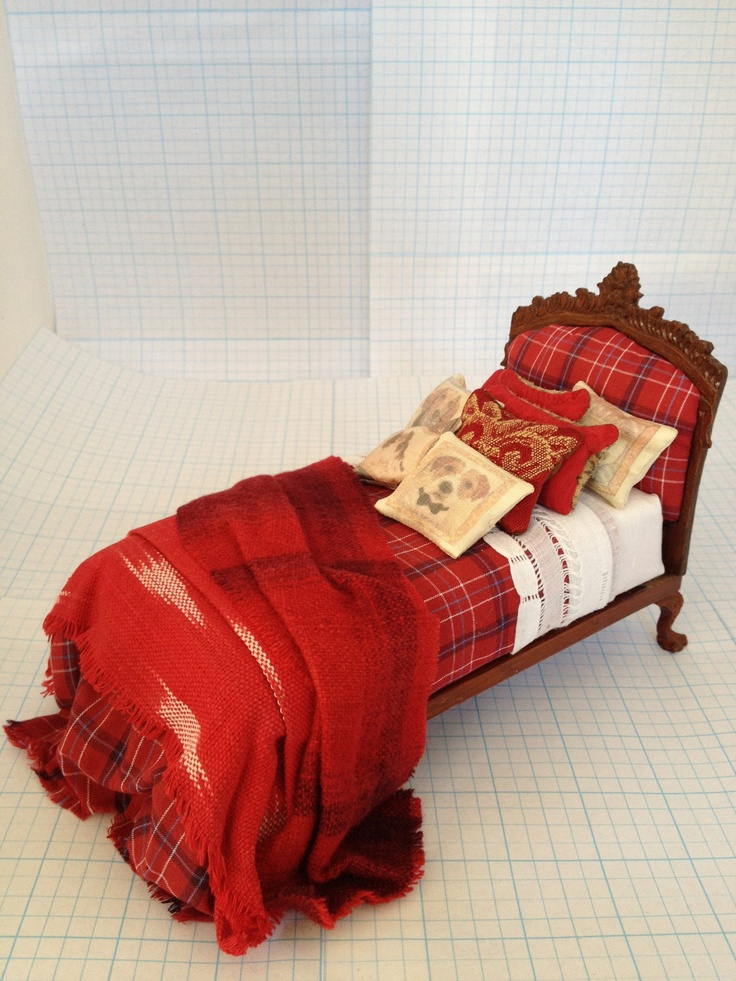 I love this little bed by Pat Tyler. Looks so Ralph Lauren.