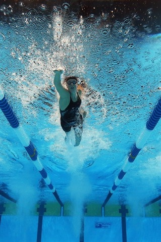 Allison Schmitt competes in the championship final of the Women's 200 m Freestyle