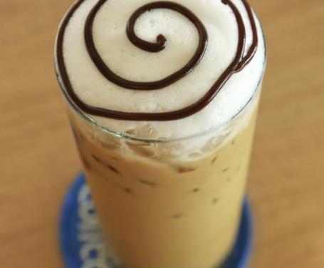 Il frappuccino è la bevanda più nota, e venduta, delle caffetterie Starbucks. Energizzante e rinfrescante, è facile e veloce da preparare anche a casa.