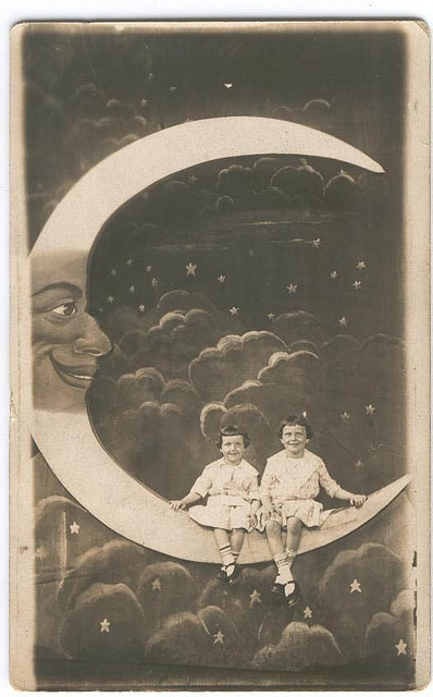 1920s Paper moon photography