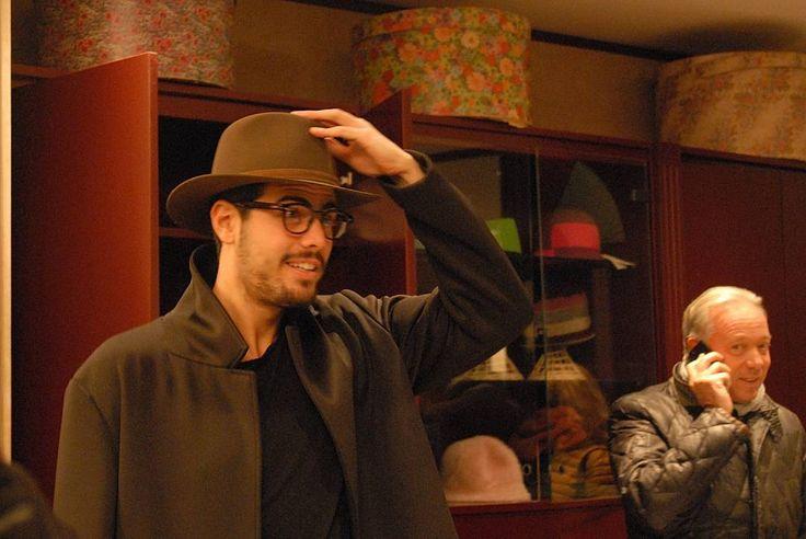 Ancora scatti presi durante l'ottimo aperitivo offerto dalla Fisar di Livorno nel mio negozio Sabato scorso.  #modisteria #livorno #toscana #madeinitaly #artigianato #cappello #cappelli #hat #hats #rosso #maredivino #instalife #instalike #l4l #like4like #likeforlike