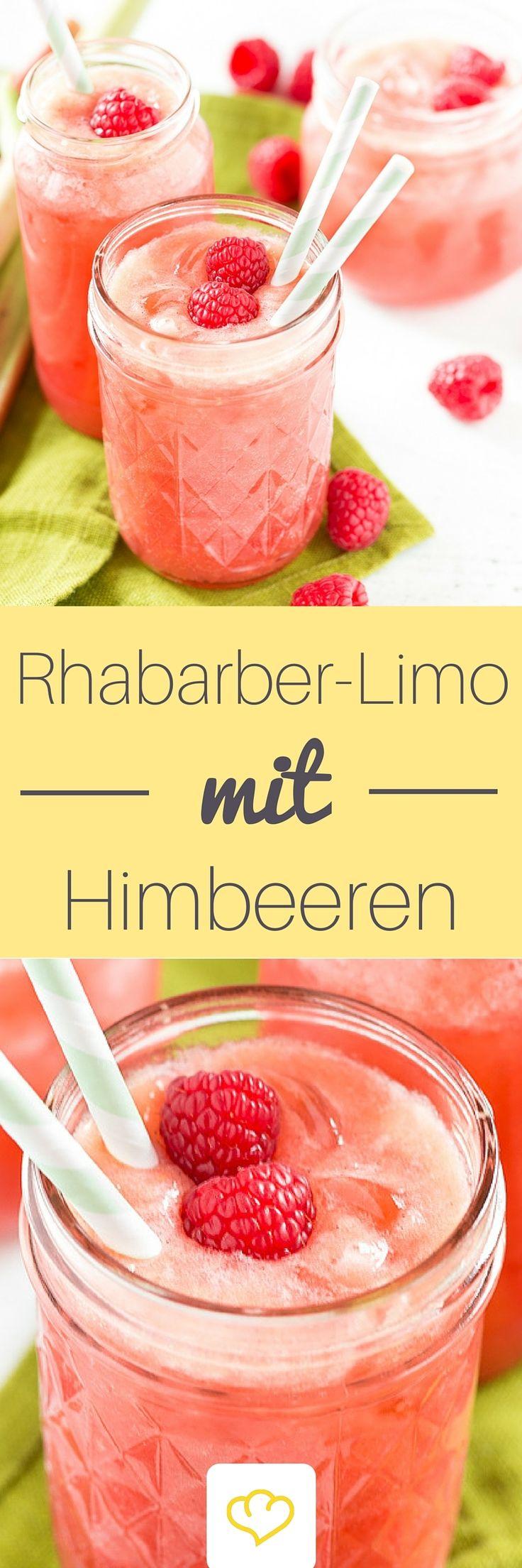 Limo ist fruchtig. Limo ist spritzig. Limo ist perfekt für den Sommer. Für alle Rhabarber-Liebhaber ist diese Variante ein absolutes Muss: viel Rhabarber, viele Himbeeren, dazu etwas Zitrone und Honig. Alles mit Blubber-Wasser aufgießen und erfrischt in den Sommer starten.