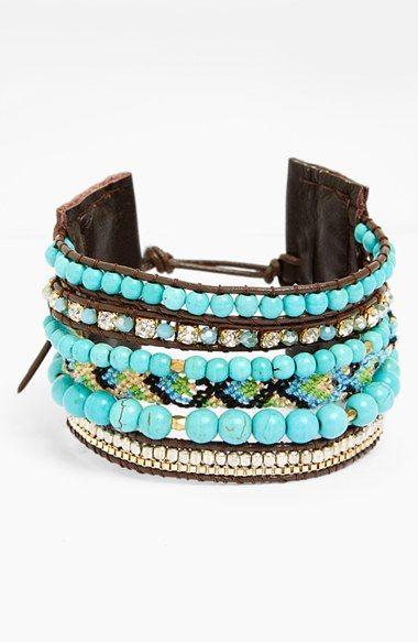 Love this turquoise beaded bracelet.