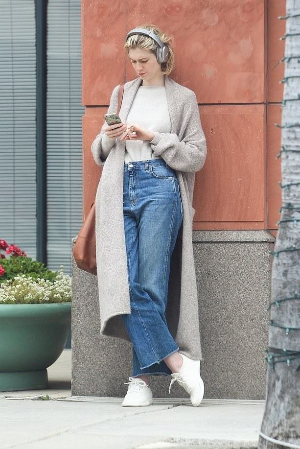 Candids Of Elizabeth Debicki In Beverly Hills On July 14 2019 Elizabeth Debicki Celebrity Style Casual Fashion