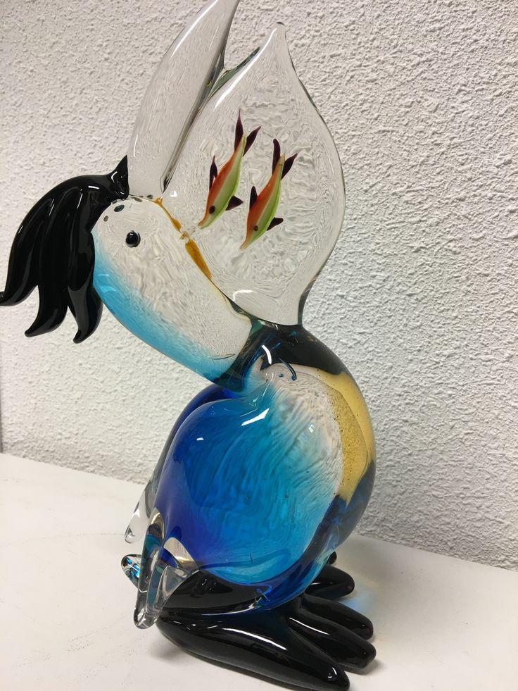 Prachtige glas-geblazen pelikaan, vol in kleur.  Mooi vakwerk, deze…