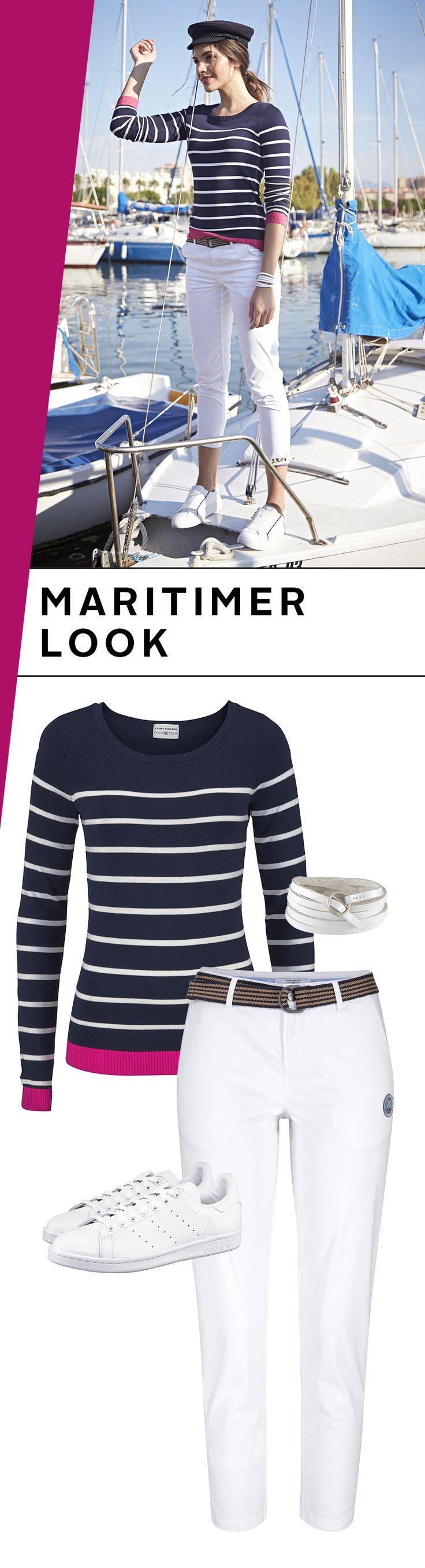 Auch in diesem Frühling segelt der maritime Look weiter durch die Styletrends. Und wie! Von der weißen 7/8-Hose hebt sich der Rundhalspullover mit den tollen kontrastfarbenen Bündchen herrlich ab. Weiße Sneaker machen den Look perfekt. So einfach, so schön, so maritim!