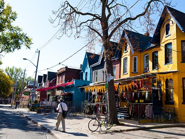 Picture of colorful houses in Kensington Market, Toronto