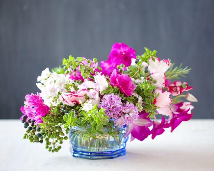 Winter Styling: Anemone and Cyclamen | Kiana Underwood | tulipina.com
