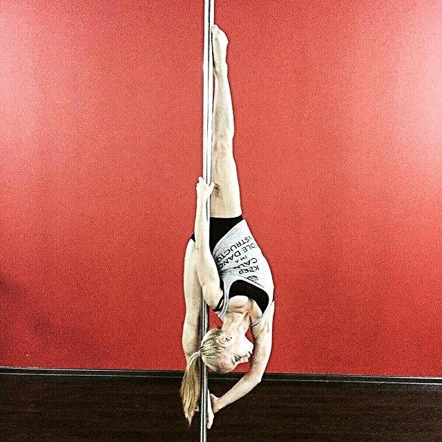 ПОЛУДЕННЫЙ ОТДЫХ НА ПИЛОНЕ...  Каждый будний день в 15.00 и 16.00 в филиалах Школы pole dance #ExoticDance в центре Москвы, вместе с нашей красоткой Дарьей Мандрик @mandrik_daria  Присоединишься?  #pole #dance #poledance #polesport #polefitness #fitness #fitgirls #poletrick #split #workout #lifestyle #love #photooftheday #шест #пилон #танецнапилоне #танцы #спорт #фитнес #тренировка #зож #шпагат #растяжка #стретчинг #ДарьяМандрик