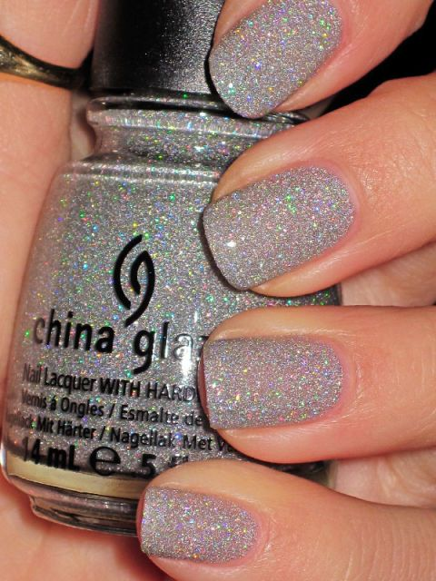 This iridescent glitter is reminiscent of fresh-fallen and glistening snow.