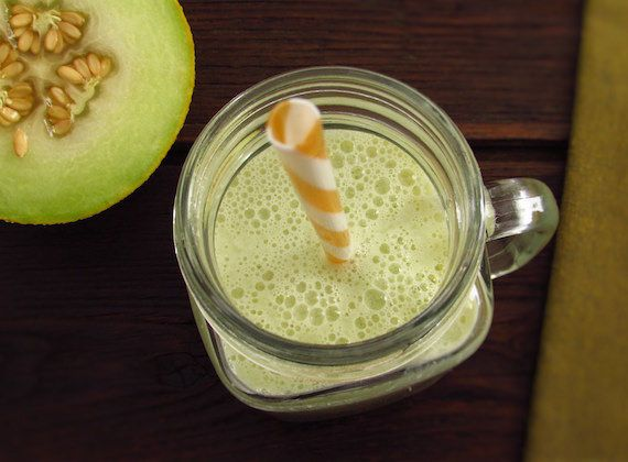 Honeydew melon milkshake | Food From Portugal. Want to prepare a refreshing drink for summer? We have a great suggestion for you! A very refreshing honeydew melon milkshake, tasty and easy to prepare.  http://www.foodfromportugal.com/recipe/honeydew-melon-milkshake/